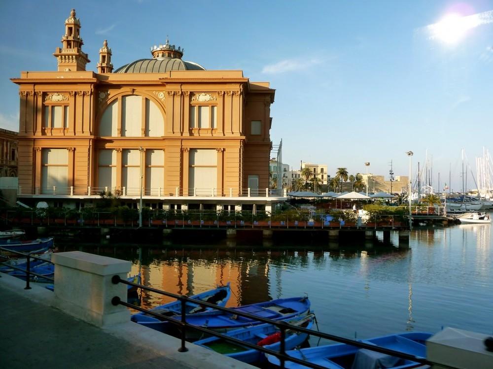 Bari, capital of Puglia, has a lovely seaport.