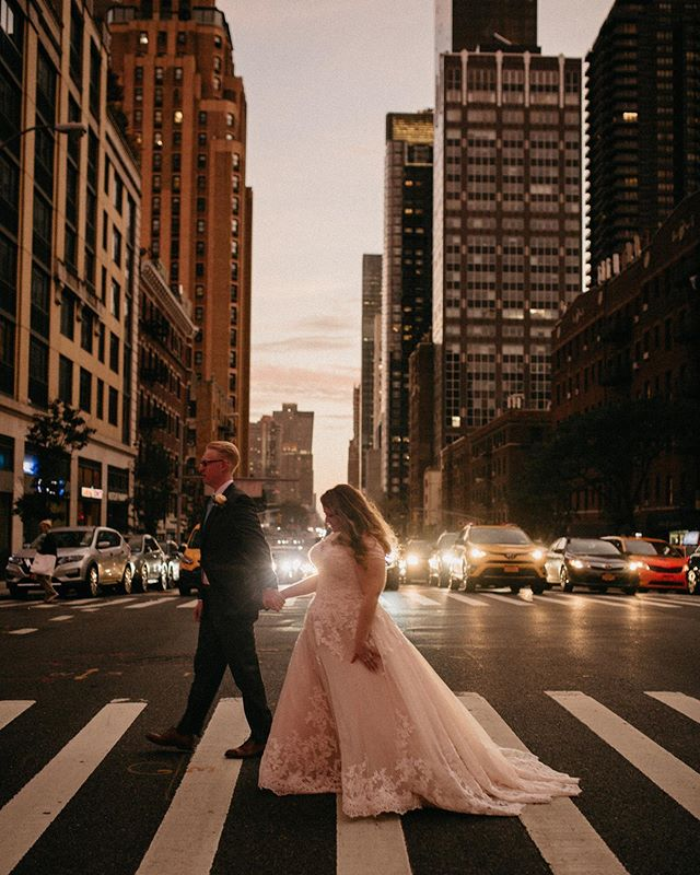 Being in NYC again is making me reminisce Ricky & Alina's wedding in the Upper East Side. // @milkbarstore wedding cake, a double decker bus tour through midtown & an after party with Brooklyn style pizza were just a few of the things that made this wedding so dang amazing ✨
