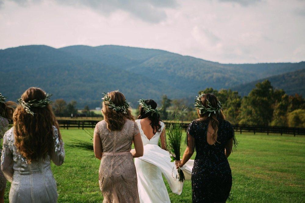 00003_arielandjon_odetooctober_014_bride_king_fall_gv_family_photography_gianvaldiviaphoto_bridesmaid_gian_valdivia_october_crozet_virginia_Wedding_photographer_vineyard.jpg