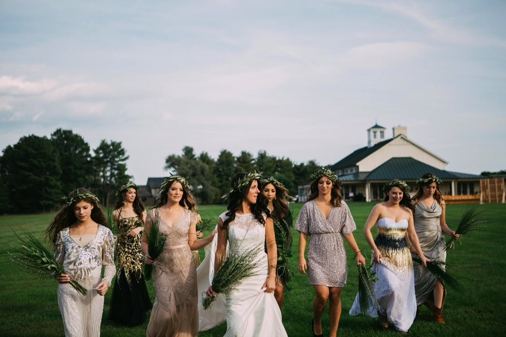 00005_arielandjon_odetooctober_021_gv_ridge_Wedding_blue_mismatched_dresses_october_flowers_parkway_mountains_crozet_king_photography_gianvaldiviaphoto_valdivia_bride_faded_family_gian_fall_virginia_bridesmaid_photographer_vineyard_poppy_florals.jpg