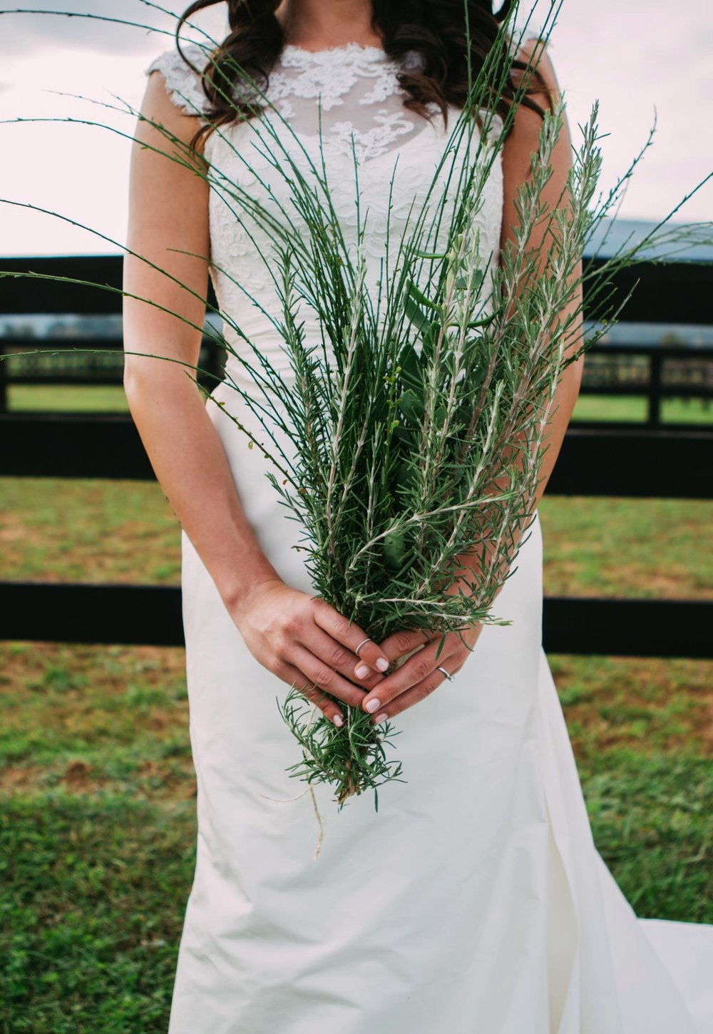 00007_arielandjon_odetooctober_025_gv_ridge_Wedding_blue_mismatched_dresses_october_flowers_parkway_mountains_crozet_king_photography_gianvaldiviaphoto_valdivia_bride_faded_family_gian_fall_virginia_bridesmaid_photographer_vineyard_poppy_florals.jpg