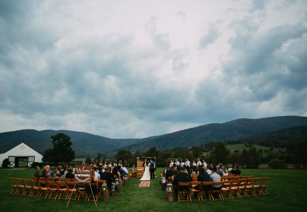 00022_arielandjon_odetooctober_045_gv_ridge_Wedding_blue_mismatched_dresses_october_flowers_parkway_mountains_crozet_king_photography_gianvaldiviaphoto_valdivia_bride_faded_family_gian_fall_virginia_bridesmaid_photographer_vineyard_poppy_florals.jpg