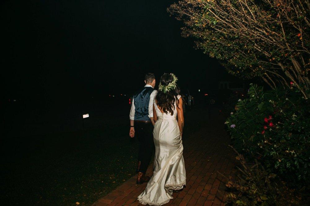 00031_arielandjon_odetooctober_063_bride_king_fall_gv_family_photography_gianvaldiviaphoto_bridesmaid_gian_valdivia_october_crozet_virginia_Wedding_photographer_vineyard.jpg