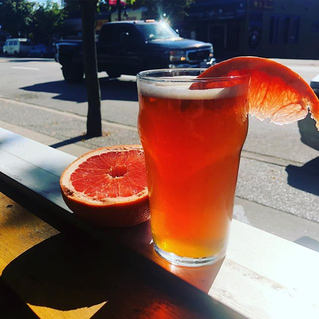 🍻🍊Get ready for a refreshing one! We are now pouring the grapefruit ale from @whistlerbrewing on tap! It is a delicious citrusy blond ale with slight hop and coriander flavors. 🍊🍋🍺#whistlerbrewing #vancouverbeer