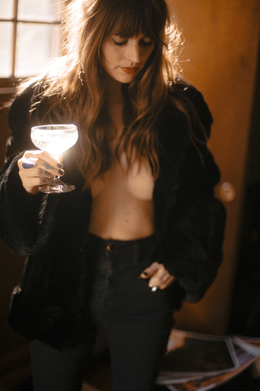 EmiliaPare_GoodBoozeBadWomen_16.jpg