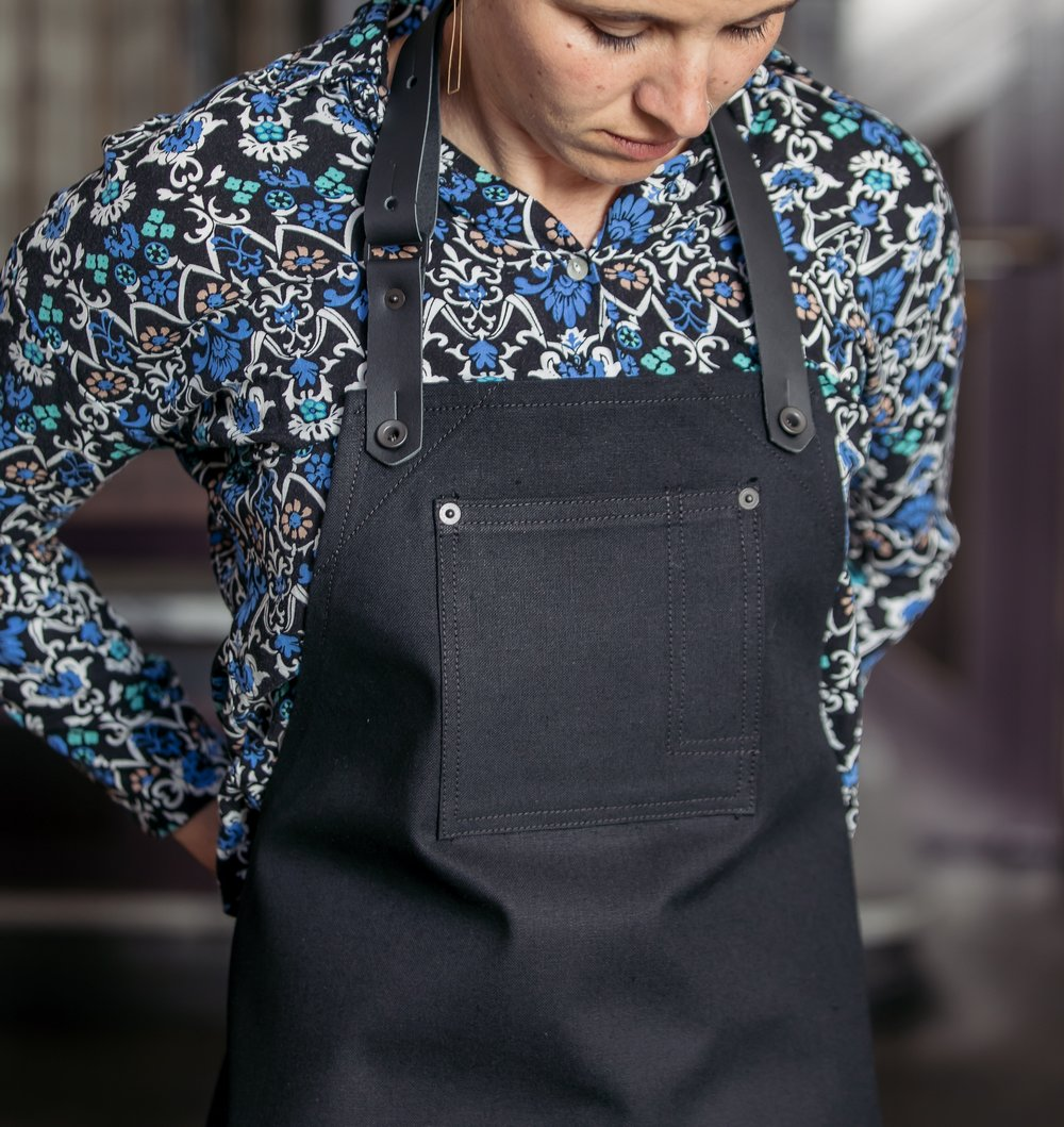 Stag Lee Apron // Black -