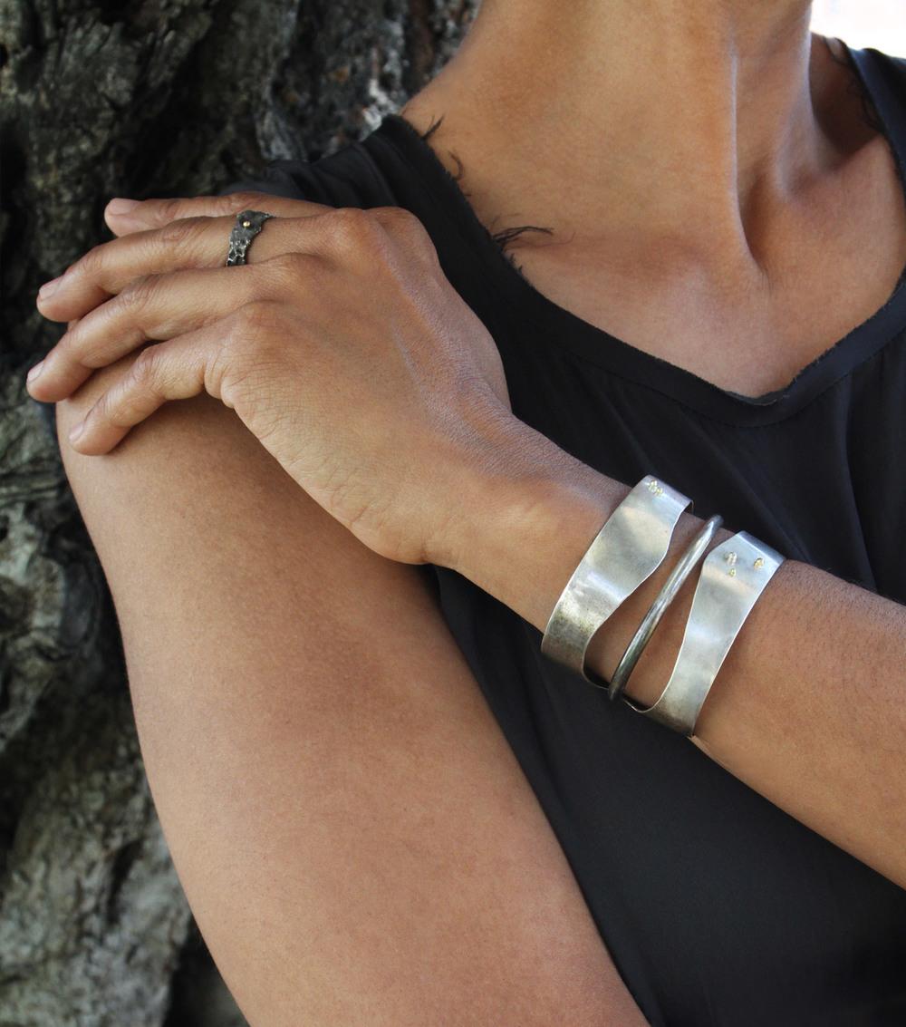 dinosauro bracelet + himalaya ring