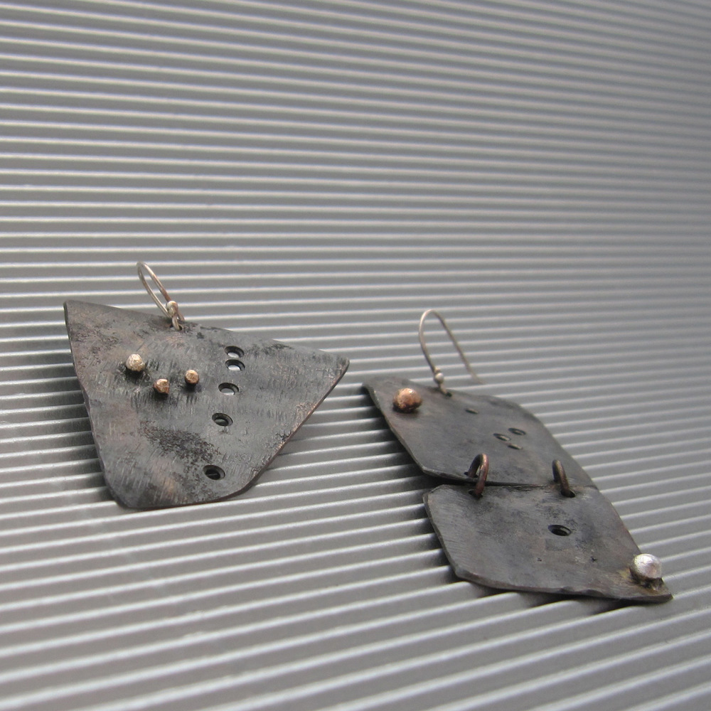 terra scura earrings –