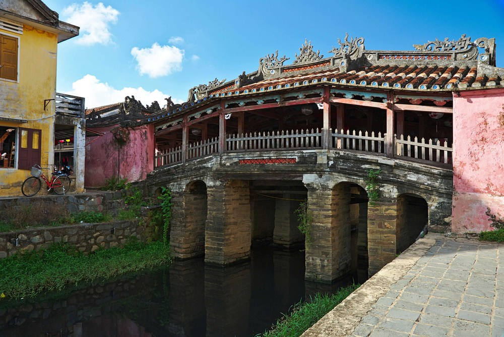 Chùa Cầu, Hội An, from an angle