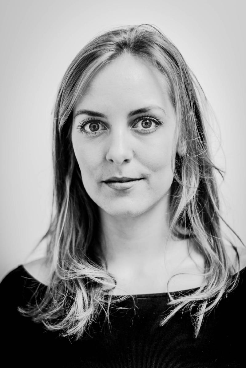 Vera Løvø Giver Studentermedhjælper vera@ajazz.dk