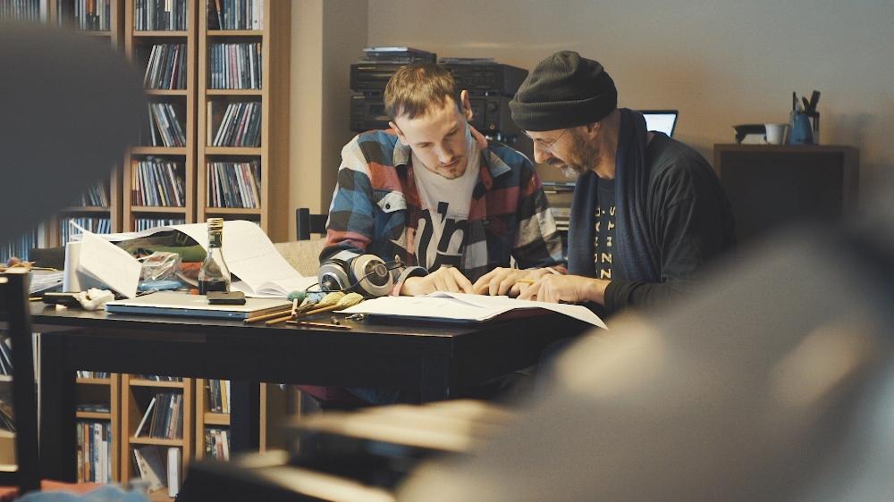 Cesar Joaniquet (tv) og Jorge Rossy (th) fra filmoptagelser om tilblivelsen af Sketches of Barcelona. Se filmen i december 2017.