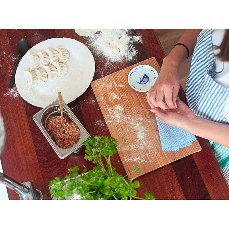 Tonftong making jiaozi dumplings (via IG ) @chinese_laundryroom )
