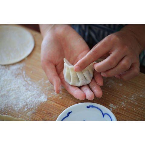 Tonftong making jiaozi dumplings  @chinese_laundryroom )