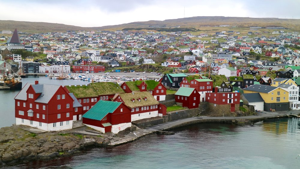 Tórshavn, Tinganes on the rocky promontory and, next to the yellow building, the white house of Visit Faroe Islands on the right