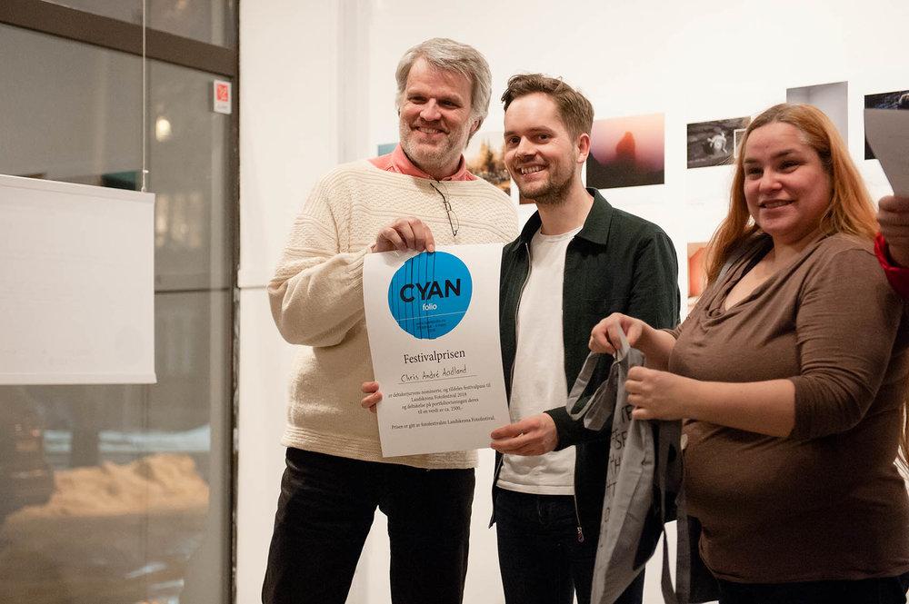 Chris Andrè Aadland vant Festivalprisen gitt av Jens Friis fra Katalog magasin/Landskrona Fotofestival