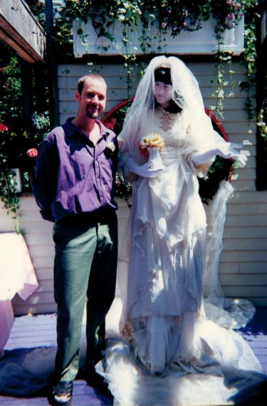 """A """"Noiva"""" de Amanda Palmer e meu amigo Rob no meu casamento - Julho de 2000"""