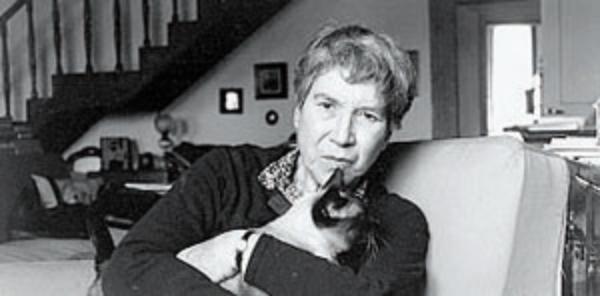 Natalia Ginzburg em casa