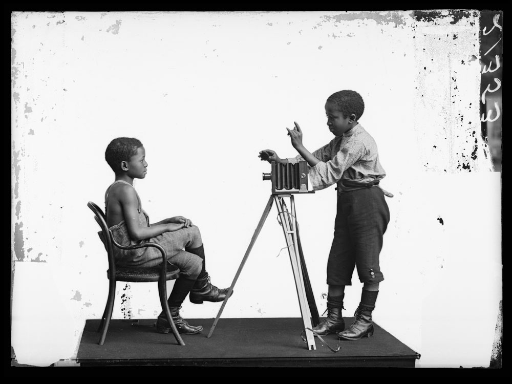 Albert Jonas and John Xiniwe ,  The African Choir . London Stereoscopic Company, 1891. Courtesy of © Hulton Archive/Getty Images