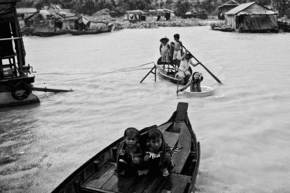 Residents of a floating village in Siem Reap, Cambodia. Photograph by Maciek Nabrdalik of VII Photo Agency who was a workshop student of Gary and Philip in 2009.