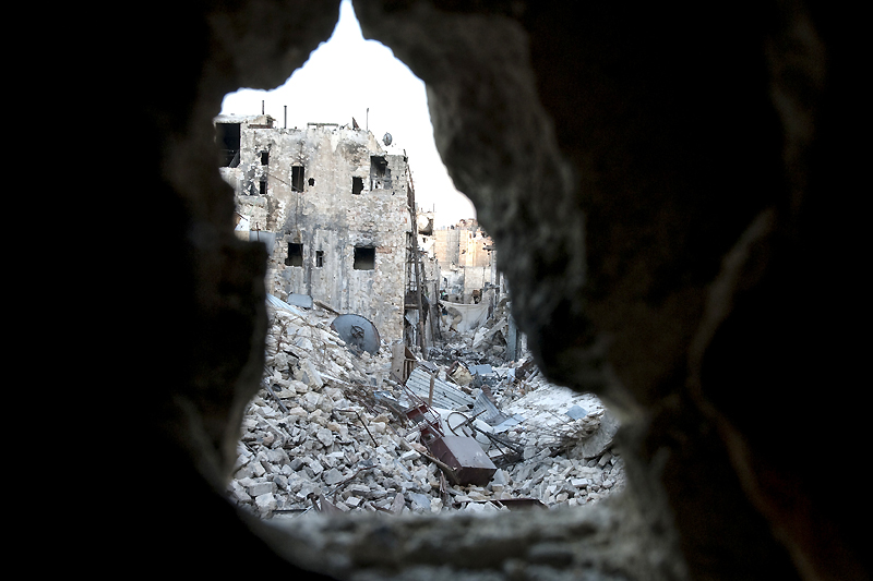 Old Aleppo, Aleppo governorate. Large-scale destruction of infrastructure is one of the many harsh realities of Syria's armed conflict. © ICRC / H. Hvanesian