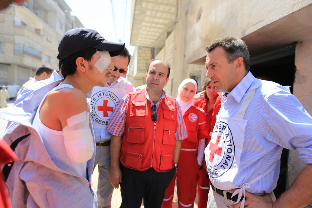 ICRC president at Red Crescent medical post, Mu'adhamiya, Syria - © ICRC/Ibrahim Malla