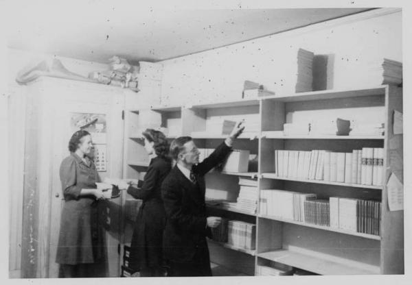 Keeping track of books sent by the German Red Cross before they are distributed