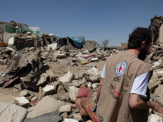 "Air strikes & violent clashes put ""immense strain on already weak medical services"" says head of @ICRC in Yemen."