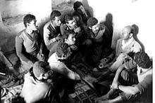 Yemen, 1964. An ICRC delegate visits Egyptian prisoners of war. ©ICRC/Y. Debraine/ye-e-00385