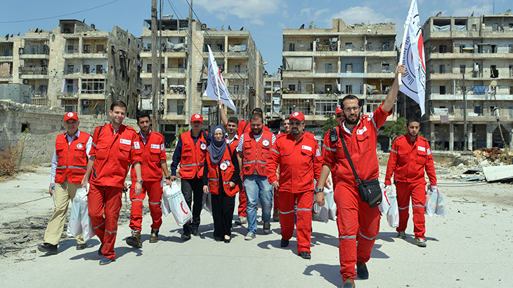 Syrian Arab Red Crescent cross the frontlines to help those most in need. CC BY-NC-ND / ICRC / Niki Clark