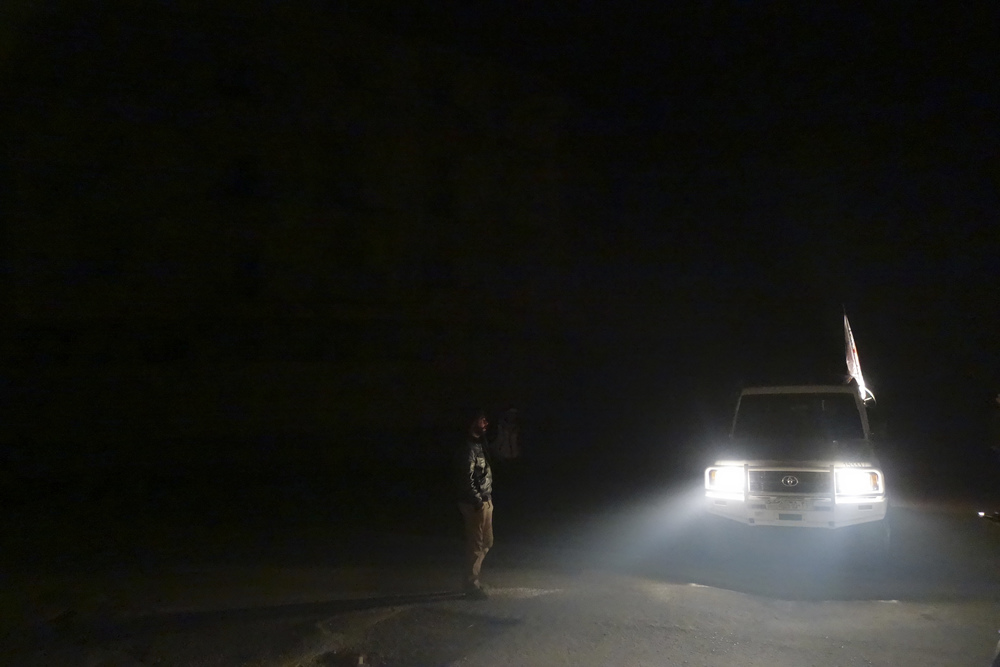 An ICRC car is seen in the besieged town of Moademiyeh during a joint aid operation by the Syrian Arab Red Crescent and the ICRC on February 3, 2016. ©ICRC/KRZYSIEK, Pawel