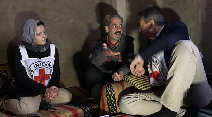 The President of the ICRC, Peter Maurer (right), and the head of operations in Homs, Majda Flihi (left), visit with Khaled (center), a resident at a shelter for internally displaced people in the zone of Al Waer, Syria. Copyright:  ICRC / P. Kryzsiek
