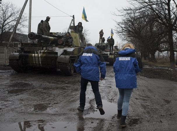 OSCE_SMM_monitoring_the_movement_of_heavy_weaponry_in_eastern_Ukraine_16730574682-Copy.jpg