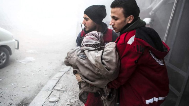 Volunteers from Syrian Arab Red Crescent Society rush to provide medical aid. ICRC