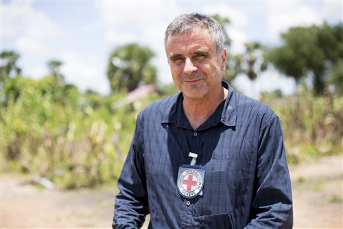 ICRC head of delegation in South Sudan, François Stamm, in Rumbek, Nyangkot village, South Sudan. Photo by: ICRC