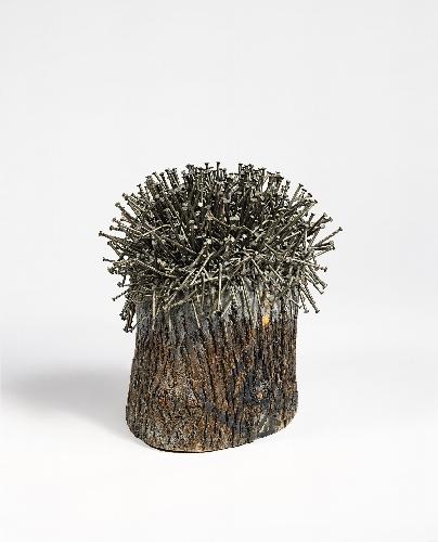 Günther Uecker Ohne Titel, 1984 Nagelung, Asche und Leim über Baumstamm h = 60, Ø 54 cm | h = 23 2/3, Ø 21 1/4 in GU/O 7 sold