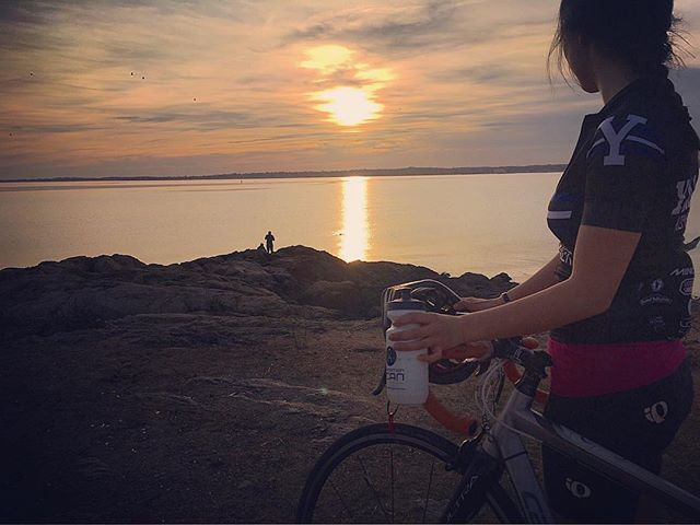 Caught a teammate out on ride #✌🏼️ today 🚴. Taking advantage of extended daylight, unreal temps, and a full bottle of @genucan. #yalecycling #UCAN #optoutside #twowheeledfun #lighthouseride