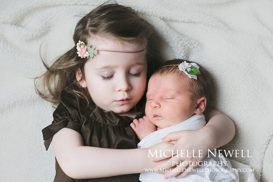 Newborn Sibling Photographer