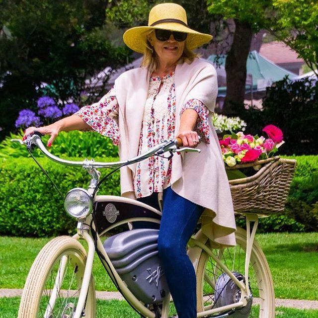 🌷🚲🌼 • 📸: @maddogscarmel • #nantucketbikebaskets #bikebasket #bike #bicycle #basket #gobybike #carmelbythesea