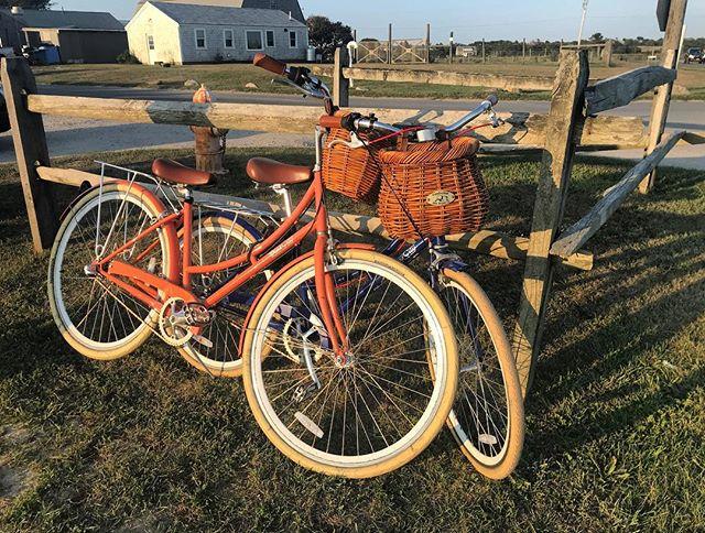 Beautiful day for a bike ride to Bartlett's 🚲 #nantucket #ack #nantucketbikebaskets #bikebasket #gobybike #rideyourbike #bartlettsfarm #cisco