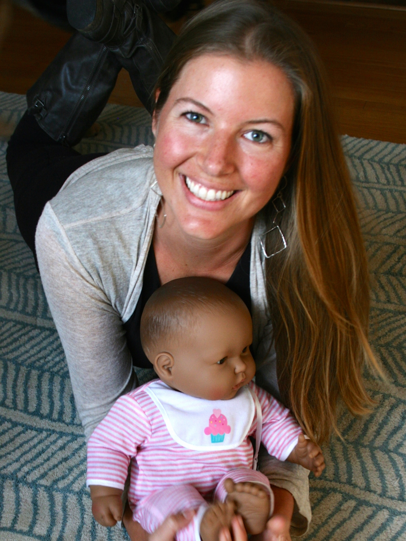 Jillian with Juni: trusty, infant massage and GroovaRoo™, demo-baby.