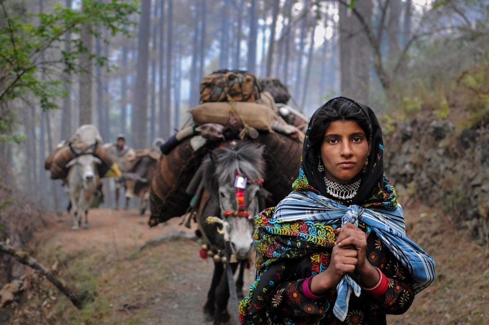 Mariam leads the caravan through the Dunda Mandal Hills.