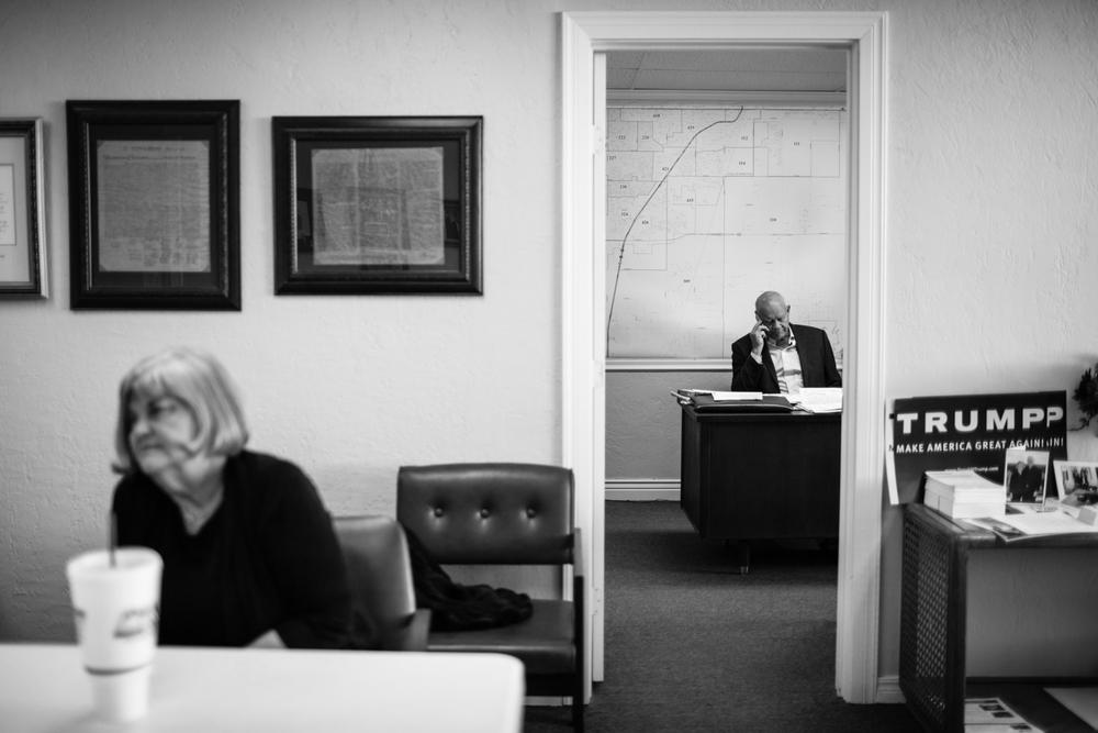 04 Jan 2016 - Amarillo, Texas - Terry Harman, chair of the Republican Party in Randell County, sits in his office at 4217 SW 21st Ave, while Judy Jackman, president of the High Plains Republican Women, is interviewed by swiss US-Correspondent Sacha Batthany (not in frame). Terry Harman Vorsitzender der republikanischen Partei in Randell County telefoniert in seinem Büro im Hauptsitz der Partei an der 4217 SW 21st Ave. Judy Jackman, Präsidentin der High Plains Republican Women, unterhält sich derweil mit US-Korrespondent Sacha Batthany. Amarillo ist eine der konservativsten und republikanisten Städte der USA und stimmte mit einer überragenden Mehrheit gegen Obama in den Präsidentschaftswahlen 2012. Photo Credit: Cédric von Niederhäusern