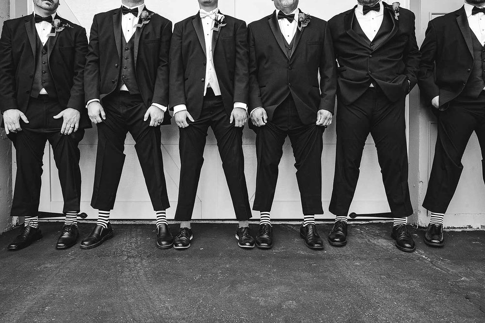 groomsmen-creative-black-and-white-southern-ohio.jpg