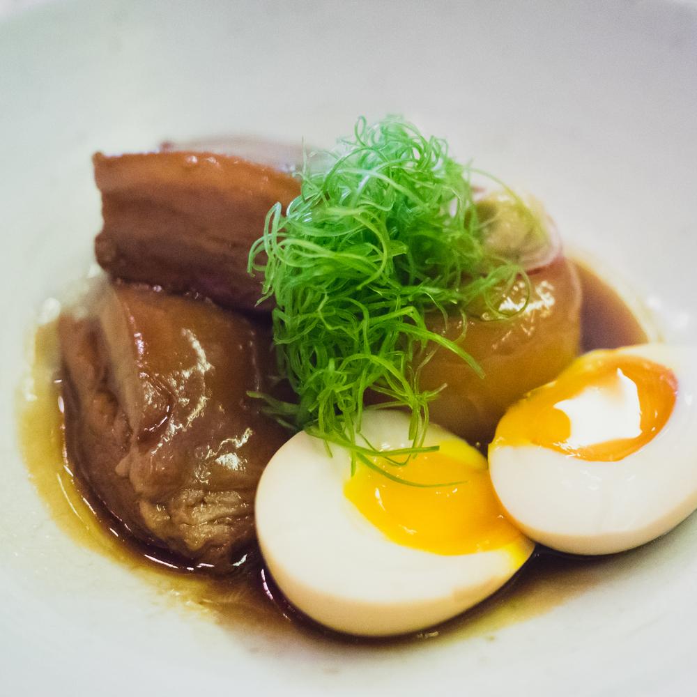 niman ranch pork belly kakuni, half boiled free range egg and daikon.