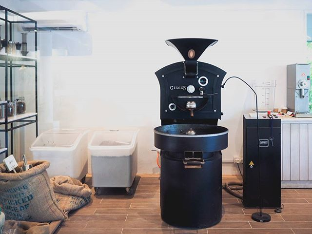 our resort has its own roaster and pulls a lovely flat white. pleasantly surprised by the quality of coffee here. #coffeeroaster #giesen #jennLAtravels #maldives #sayonaraandthanks4allthefish