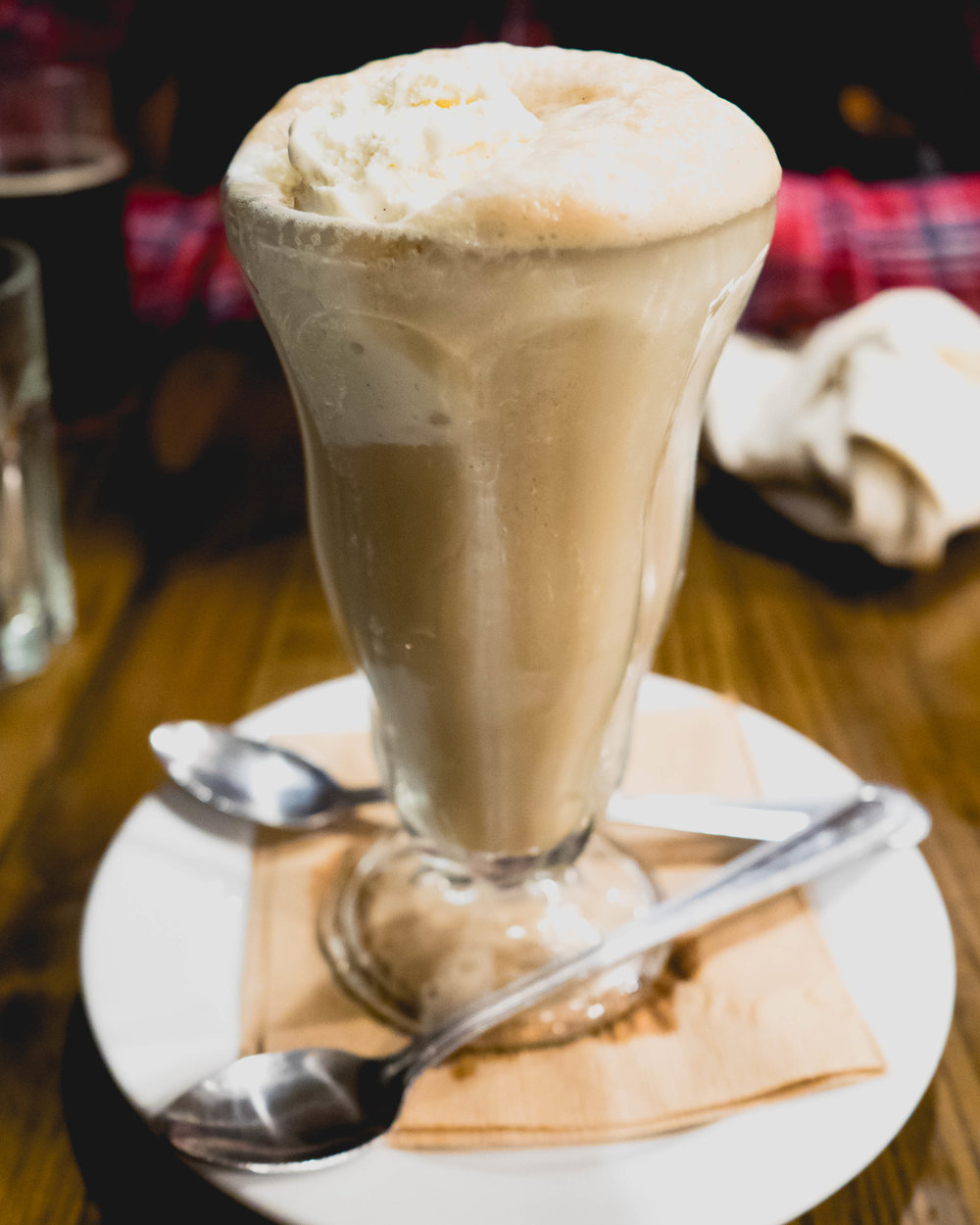 root beer float : snoqualmie root beer on tap, snoqualmie danish vanilla ice cream.