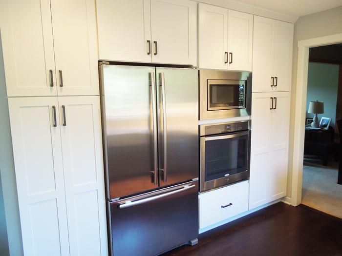kitchen_frig_ovenwall.jpg