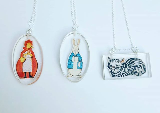 Cute isn't something I'm known for, but even I can't resist fairy tales.  Even better they are double sided showing front and back of the characters! #fairytales #redridinghood #hare #cheshirecat  #resin #greengrackle