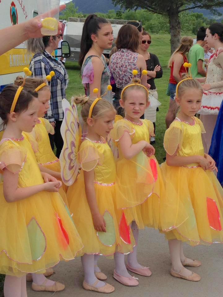 ballerinas-in-line-yellow-lfm16.jpg