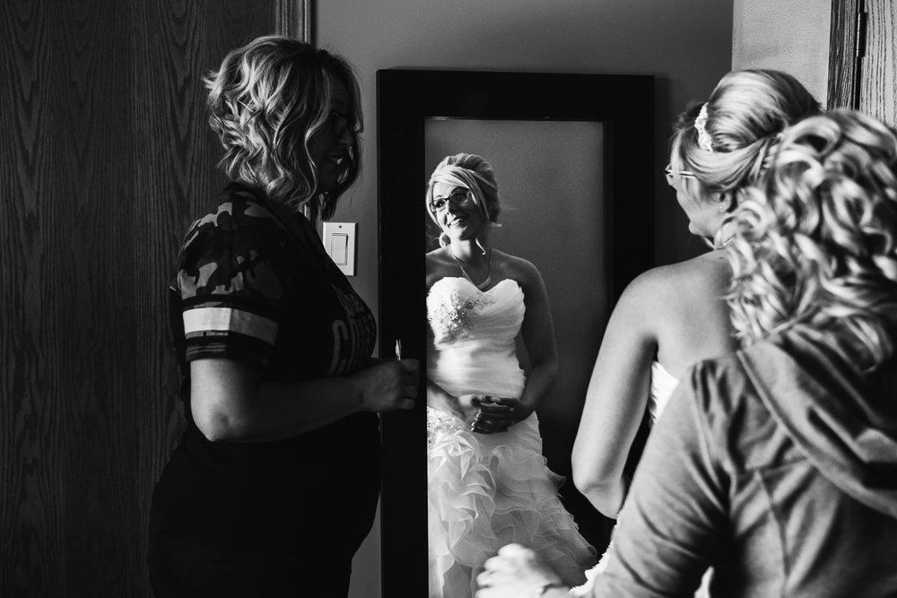 Bride Getting Ready Salon Lethbridge Audrey Hepburn Vintage Classic-0026.JPG